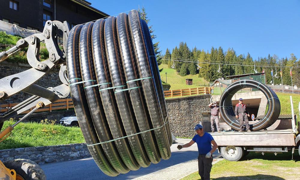 Movimentazione dei tubi preisolati flessibili FibreFlex Pro
