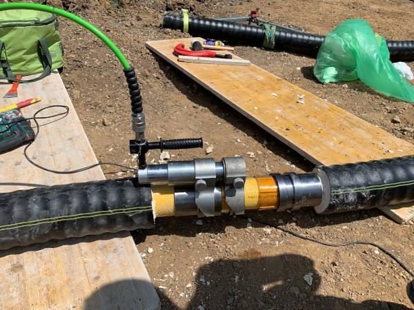 Installazione del manicotto di giunzione per tubi preisolati flessibili FibreFlex